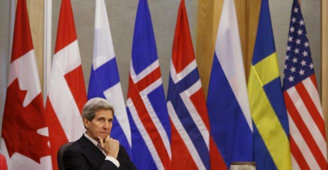 John Kerry durante la reunión del Consejo Ártico en Toronto.
