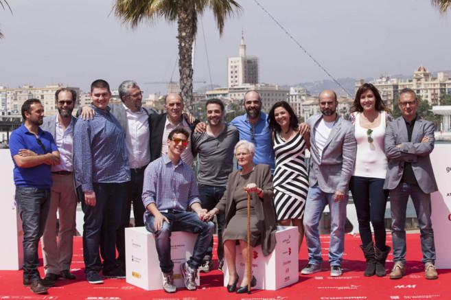 Foto de grupo de parte del equipo de 'A cambio de nada'.