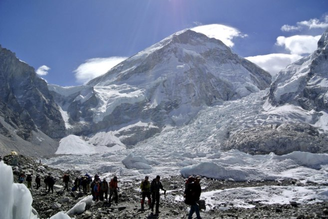 Un grupo de montañeros, en el Everest.