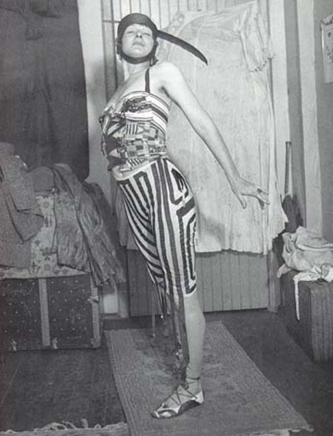 La artista Elsa von Freytag durante una de sus...