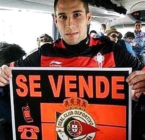 Mallo, con un cartel sobre el Deportivo.
