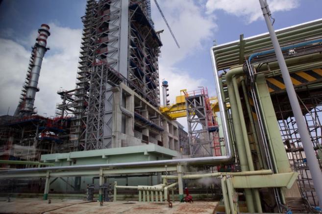 Obras en una planta de petróleo en el País Vasco