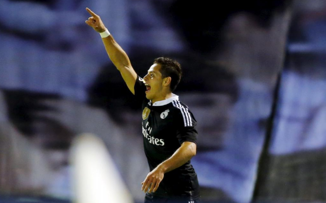 Chicharito celebra un gol en Vigo.