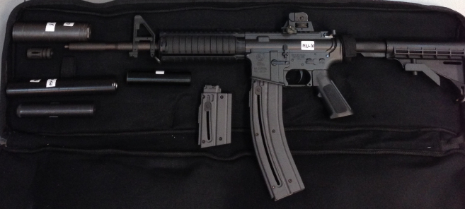 Una de las armas incautadas en la operación.