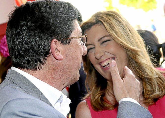El líder de Ciudadanos en Andalucía, Juan Marín, junto a la...