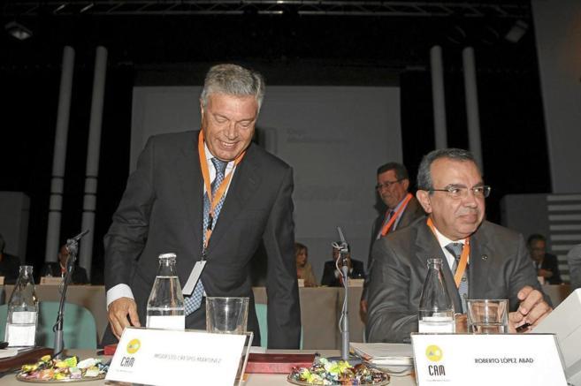 El ex presidente de la CAM Modesto Crespo y el director general...