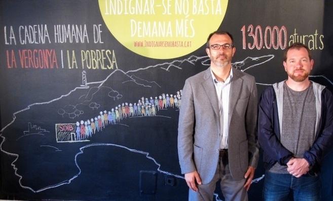 Biel Barceló y David Abril, frente al mural que expone lo que...