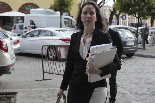 Mercedes Alaya llega al edificio de los juzgados de Sevilla.
