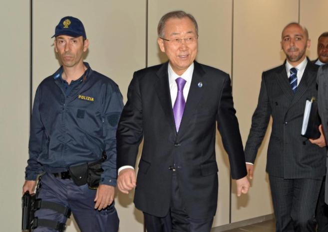 El secretario general de la ONU, Ban Ki-moon, nada más llegar a Roma...
