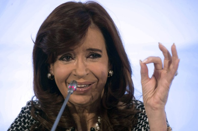 La presidenta de Argentina, Cristina Kirchner, participa en un foro...