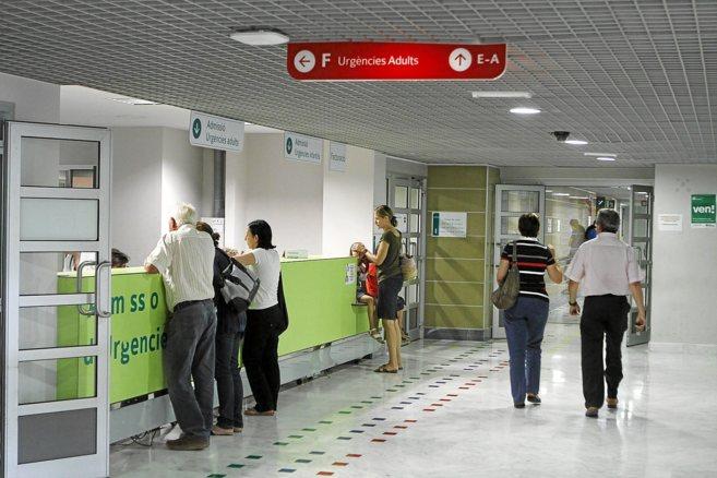 Pacientes son atendidos por el personal del servicio de Urgencias del...