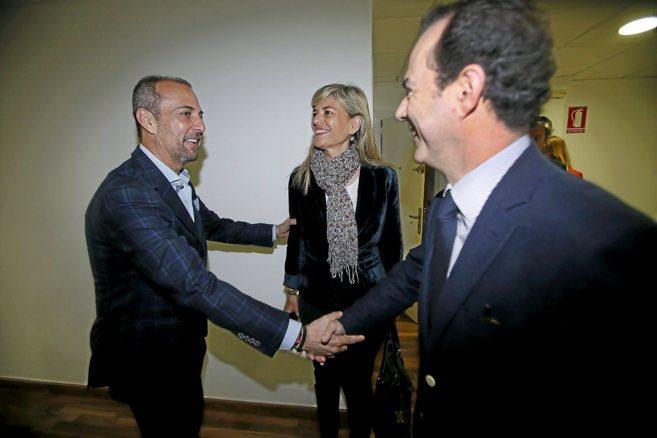 Perfecto Palacio saluda a Asunción Sánchez Zaplana y Carlos...