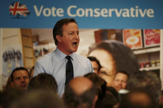 David Cameron se dirige a los electores en el Instituto de Estudios...