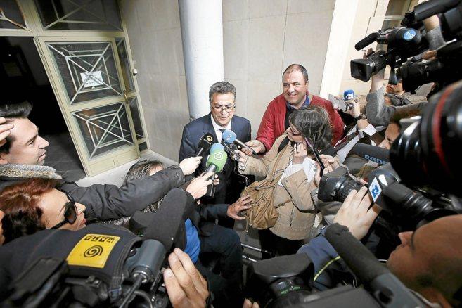 Enrique Ortiz a su salida de los juzgados de Alicante.