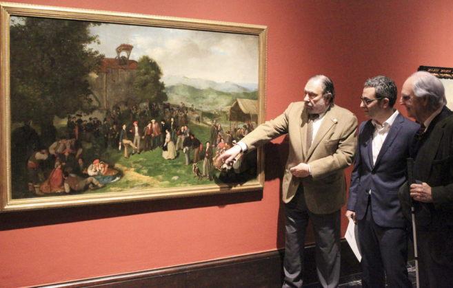 El director del Museo Javier Viar, el comisario Mikel Lertxundi y el...