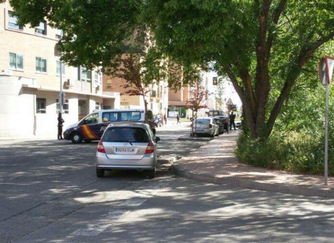 Los agentes de Policía en el lugar del suceso en la calle de Mario...
