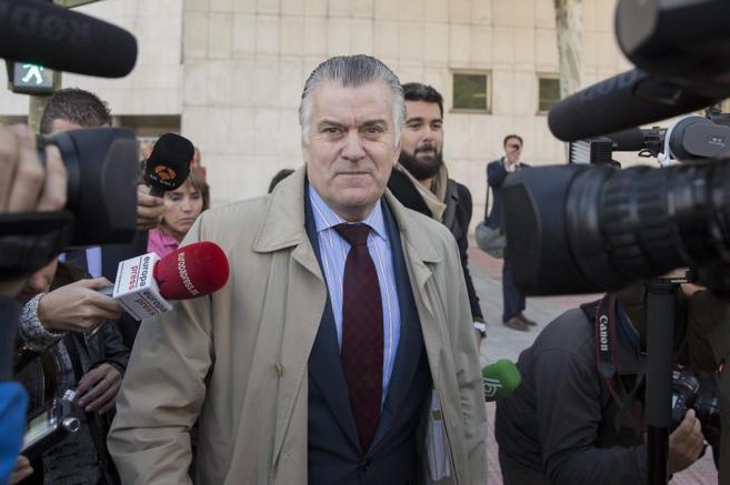 Luis Bárcenas, esta mañana saliendo de los Juzgados de la Plaza de...