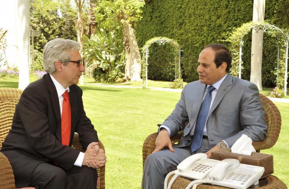 El presidente de Egipto, Abdelfatah al Sisi, durante la entrevista con...