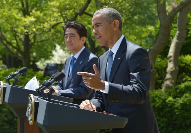 El presidente estadounidense, Barack Obama, junto al primer ministro...