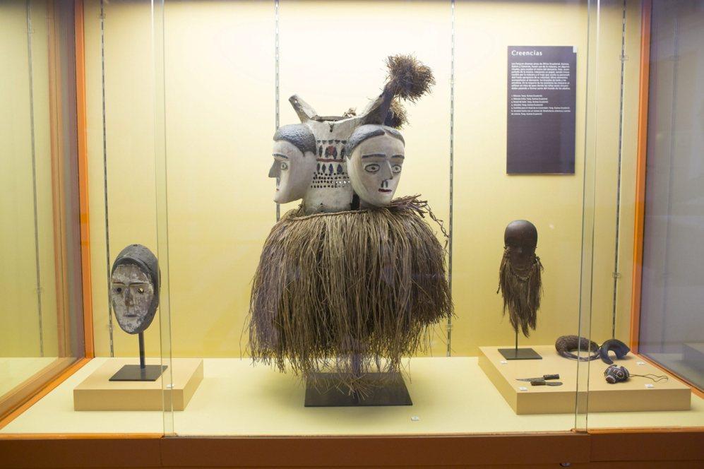 Máscaras y amuletos tribales de Guinea Ecuatorial.