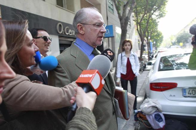 Rodrigo Rato, a la salida de su domicilio.
