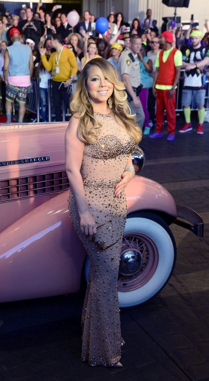Mariah Carey es puro exceso. De esta guisa se ha plantado la cantante...