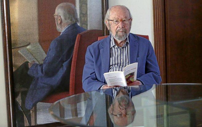 El escritor jerezano Caballero Bonald en Sevilla, durante la...