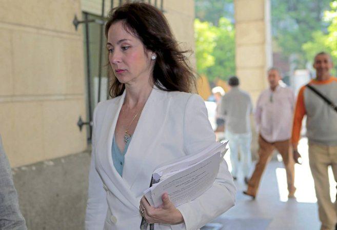 La juez Mercedes Alaya llega a su juzgado de Sevilla.