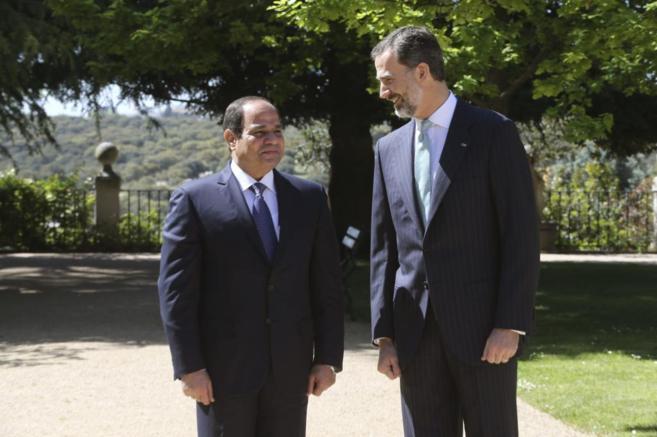 Felipe VI recibe a Al Sisi en la Zarzuela.