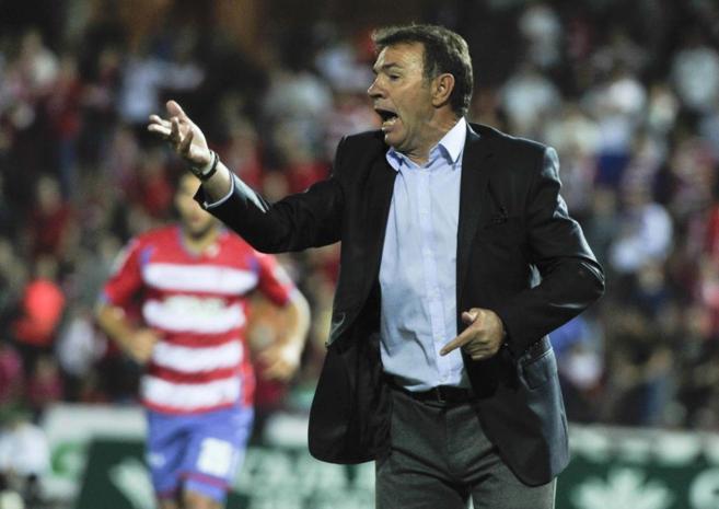 El técnico del Granada, Abel Resino, durante el último part6ido de...