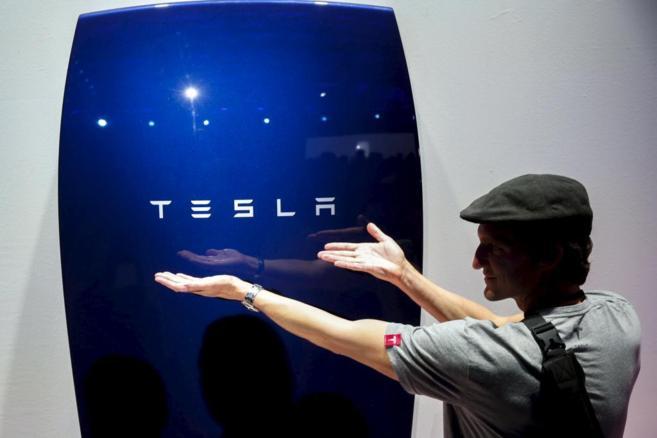 Tesla presenta su arma contra las eléctricas: las baterías para los hogares