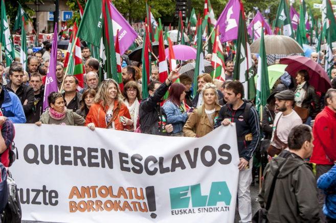 Una de las pancartas que ha presidido la manifestación de ELA en...