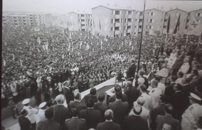 Imagen de la entrega de 8.000 viviendas en San Blas, en un acto...