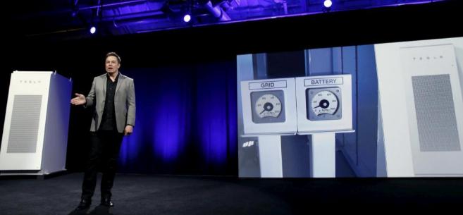 Elon Musk, al presentar sus nuevas baterías verdes para el hogar.