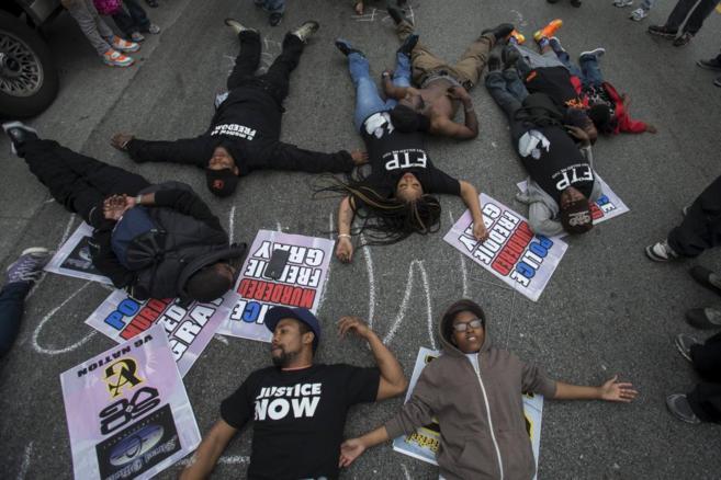 Manifestantes en Baltimore piden Justicia por la muerte de Freddie...