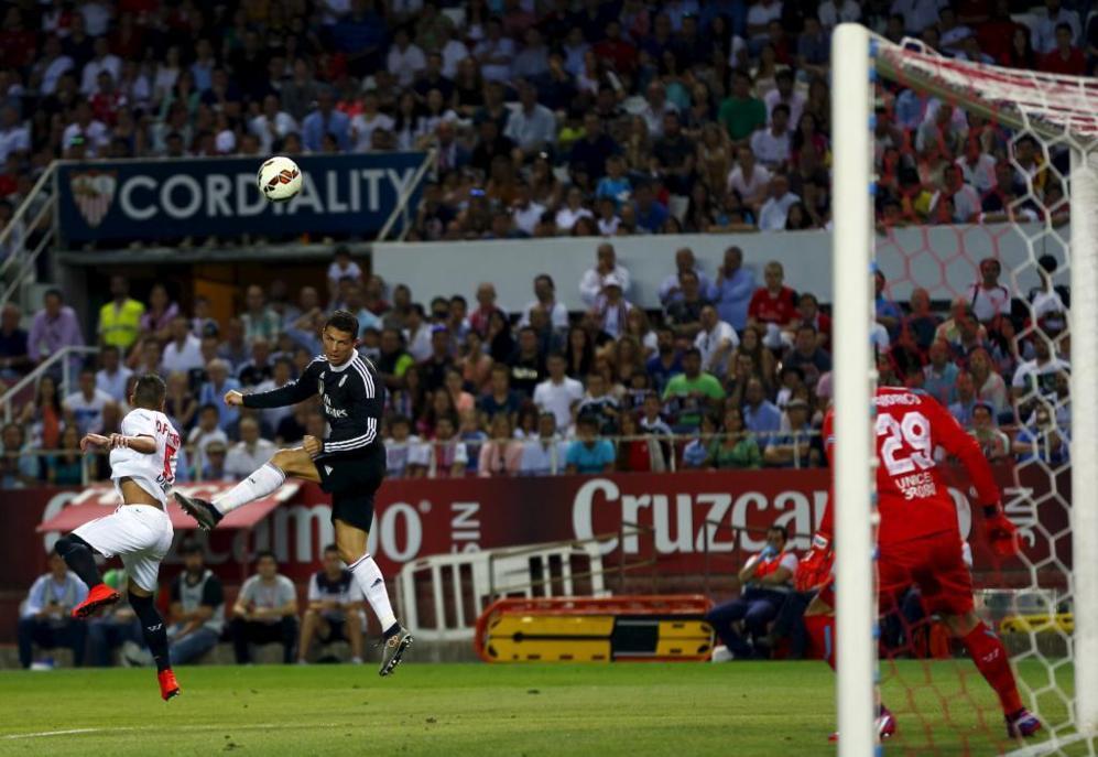 Cristiano Ronaldo, en la jugada del tercer gol del Real Madrid.