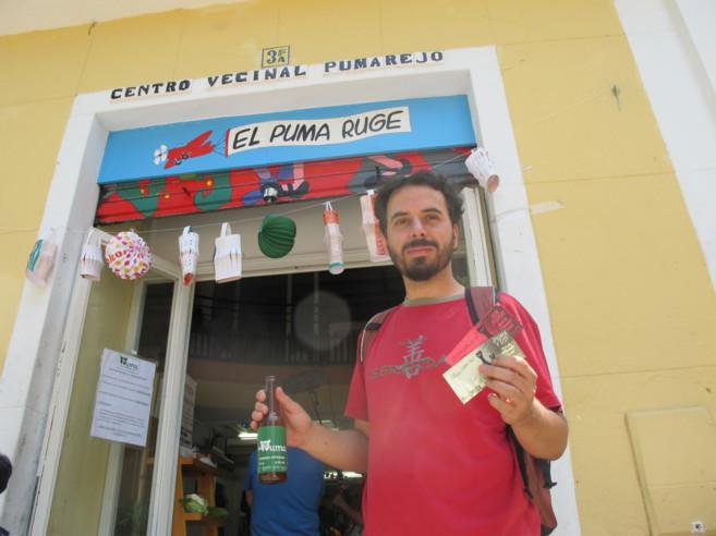 Marcos Rivero, de la Red de Decrecimiento de Sevilla, mostrando un...