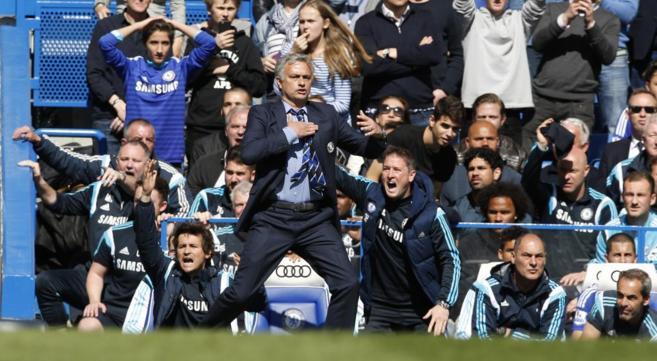 Mourinho gesticula durante el partido ante el Crystal Palace.
