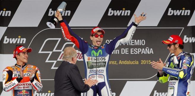 Lorenzo, junto a Márzque y Rossi en el podio de Jérez.