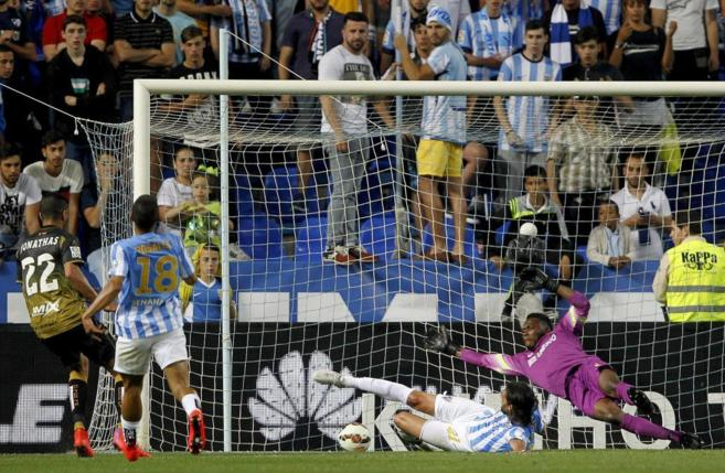 Jonathas, en la acción del primer gol del Elche.