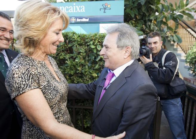 La candidata a la alcaldía de Madrid, Esperanza Aguirre, junto a Rus...