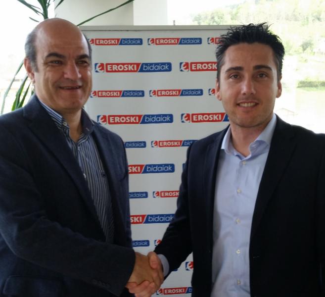 Koldo Tellitu y Oliver Perea, tras la firma del acuerdo.