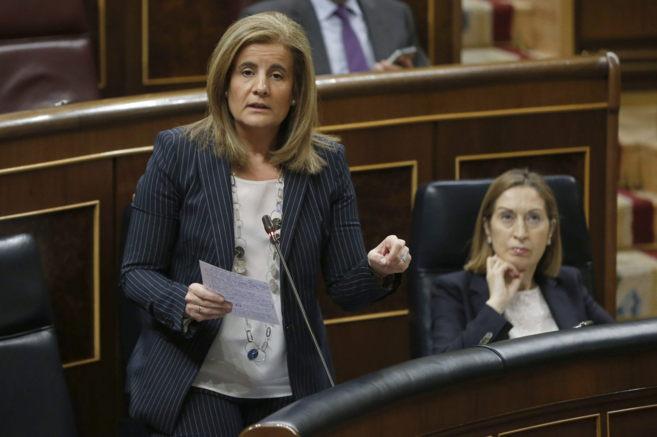 La ministra de Empleo, Fátima Báñez, en el Congreso de los...