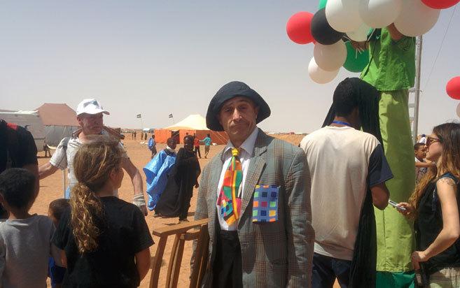 Pepe Viyuela, en una de sus actuaciones en los campos de refugiados de...
