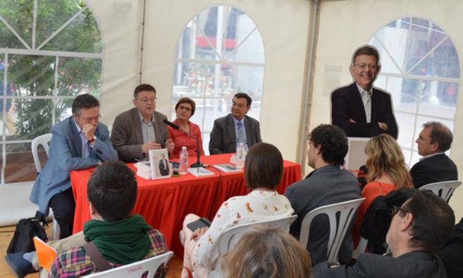 Ximo Puig, este martes en la Feria del Libro de Castellón.