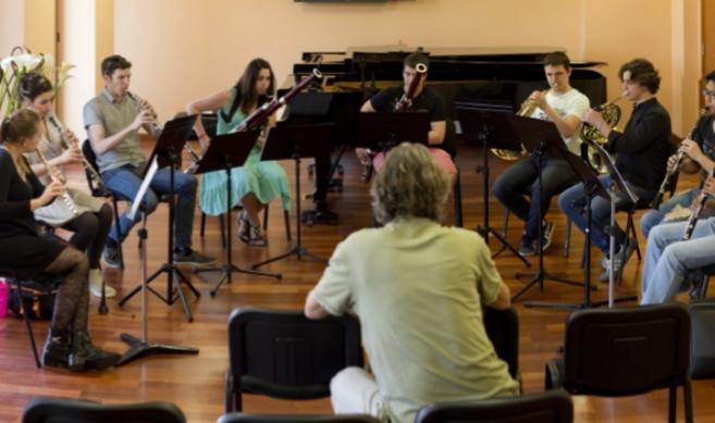Alumnos de la Escuela Superior de Música Reina Sofía durante una de...