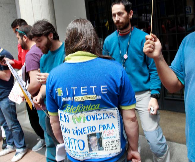 Técnicos de Telefónica en huelga, en una protesta reciente ante la...