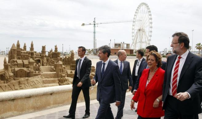 Mariano Rajoy y la alcaldesa de Valencia, Rita Barberá, durante su...