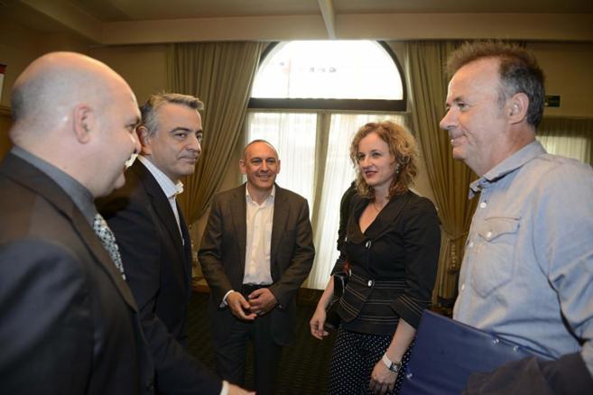 Los candidatos de Álava, ayer en el debate de la fundación Tomás y...