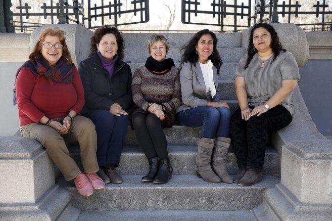 Cinco asistentas del hogar del colectivo Sedoac, una organización que...